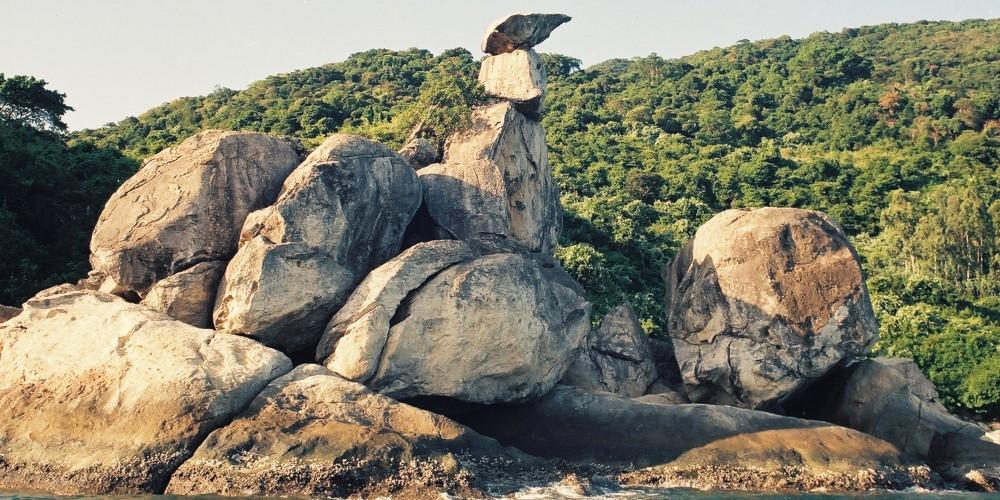 Hòn Chồng Cù Lao Chàm - Tác giả Nguyễn LượngBan quản lý Khu bảo tồn biển Cù Lao Chàm
